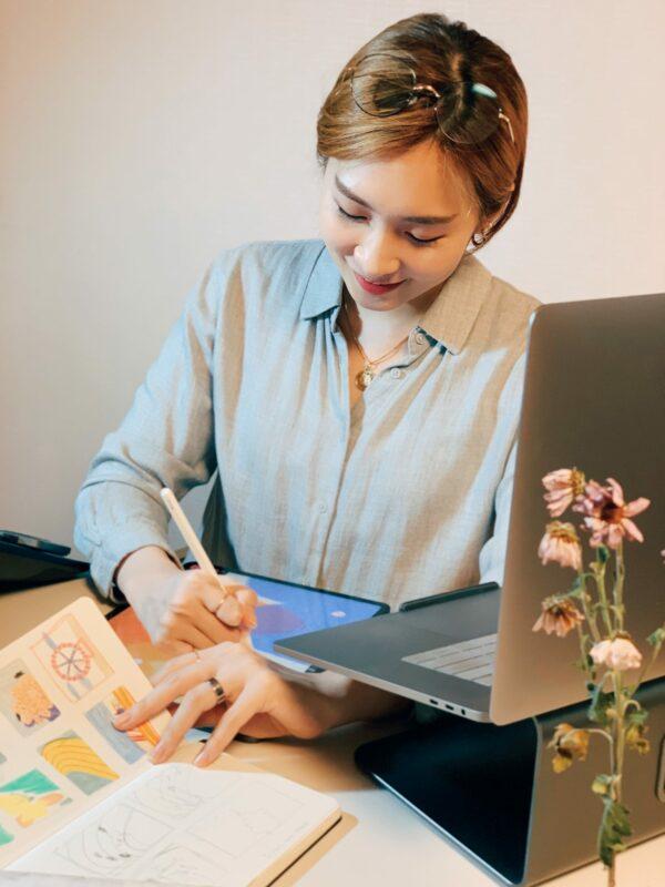 Cindy Kang - Artist working in studio